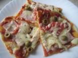Пицца с ветчиной, сыром и помидорами домашняя