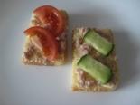 Простые бутерброды с печенью трески и сливочным маслом
