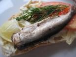 Бутерброды со шпротами и чесноком на праздник