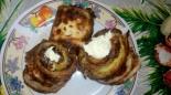 Рулетики из кабачков с сыром, яйцом и чесноком