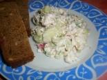 Салат из редиски с творогом и сметаной