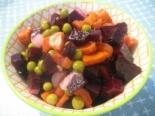 Салат из свеклы моркови и зеленого горошка