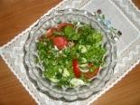 Салат из свежих огурцов, помидоров с листьями салата
