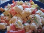 Салат из цветной капусты помидоров и зелени