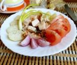 Салат с копченой курицей и помидорами без майонеза