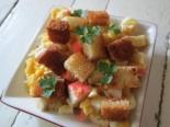 Салат с крабовыми палочками и сухим горохом