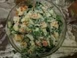Салат с красной рыбой, сыром и шпинатом