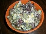 Салат с кукурузой, листьями салата и яйцами