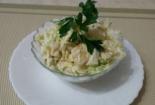Салат с курицей, ананасами и капустой