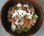 Салат с курицей и семечками