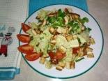 Салат с курицей пекинской капустой и сухариками