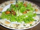 Салат с мидиями и листьями салата