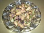 Салат с тунцом, фасолью и огурцом