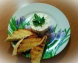 Салат с творогом и чесноком