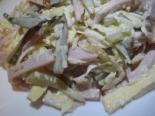 Салат с ветчиной, солеными огурцами и сыром