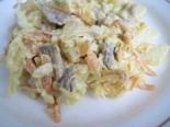 Салат с жареными грибами, сыром и картошкой без яиц и мяса