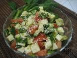Салат со шпинатом, авокадо и брынзой