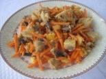 Салат со свининой, грибами и морковью