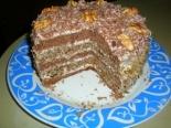 Шоколадно-ореховый торт с черносливом с и сметанным кремом