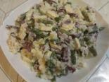 Сытный салат с колбасой и рисом