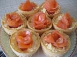 Тарталетки с красной рыбой и сыром на праздник