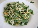 Весенний салат со щавелем и капустой
