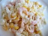 Вкусный салат с креветками и кукурузой