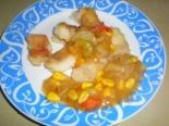 Жареная рыба с овощами и соевым соусом