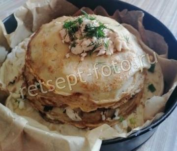Курник с курицей и грибами из слоеного теста и блинов