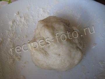 Пицца с грибами, сыром и белым соусом. Тесто без дрожжей
