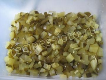 """Салат """"Грибная поляна"""" с курицей и солеными огурцами"""