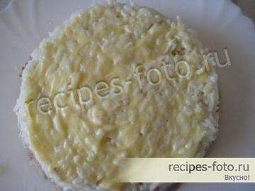Слоеный салат с печеночным паштетом